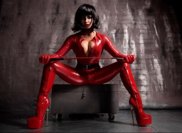 girl wearing latex, mistress chat