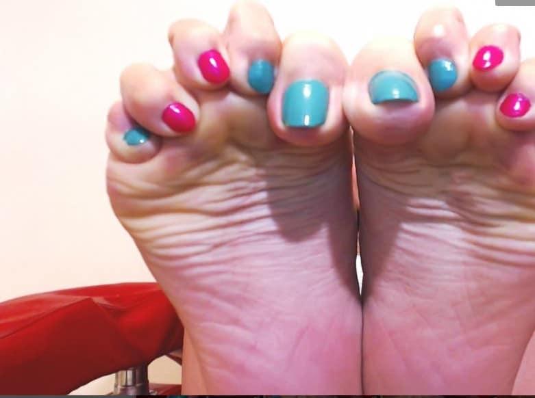 foot fetish bare feet