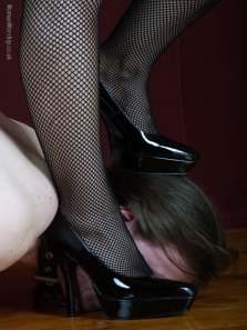 dom sub chats, mistress stands on slave