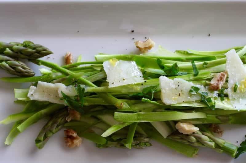 Asparagus Walnut Salad Recipe | a beautiful recipe to celebrate spring! www.LiveBest.info