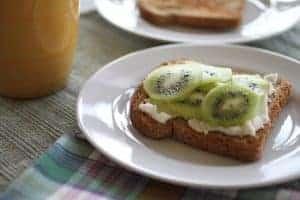 ricotta -kiwi-toast