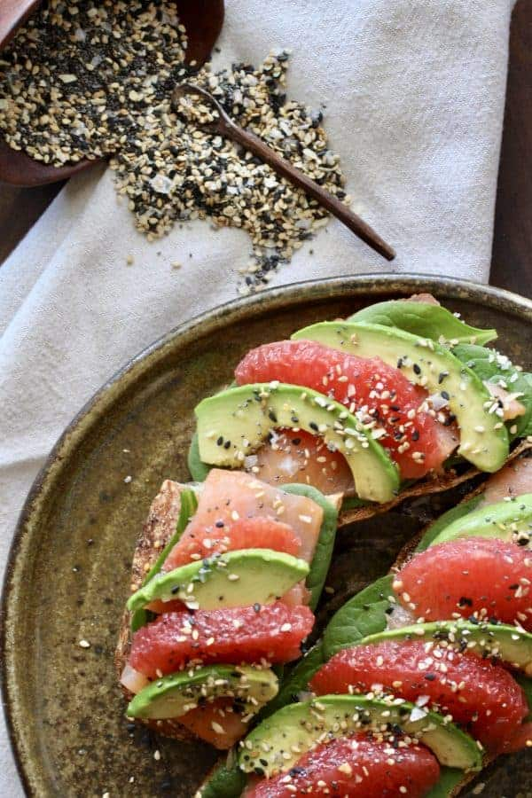 Everything Seasoning | Sesame seeds, poppy seeds, onion, garlic and salt are crunchy flavor boosters! I love it avocado toast, eggs, yogurt and anything with butter! www.LiveBest.info