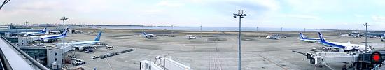 羽田空港第2国内線ターミナル展望デッキ左からの眺めの写真