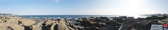 白浜野島崎園地の白いベンチからの眺めの写真