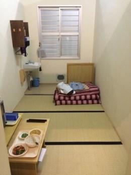 刑務所の食事 (2)