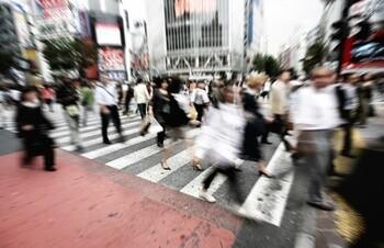 歌舞伎町で酔っ払ってるおばさん