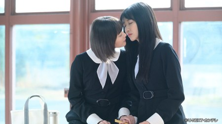 女子高生がキス