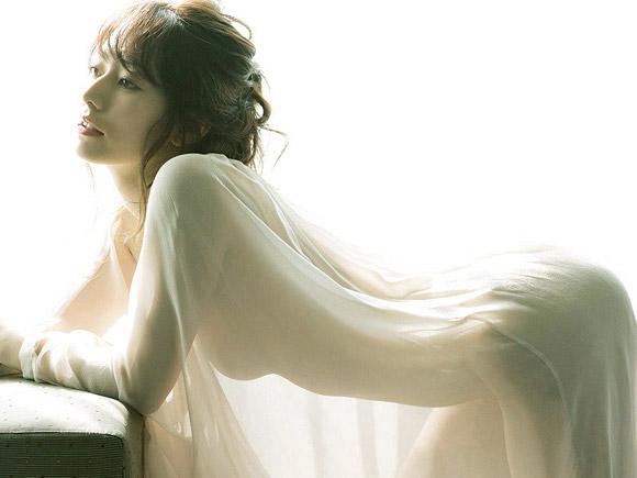 谷桃子の乳首が透けて見えますか?
