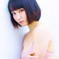 吉岡里帆(23) ピンク色のレオタード風ワンピ水着。