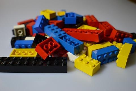 lego-674880_640
