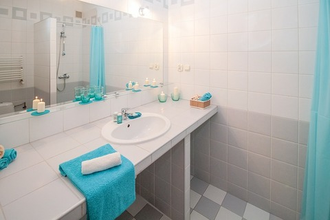 bathroom-2094716_640