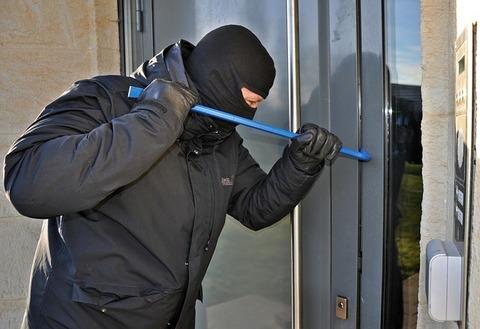 burglar-3718381_640