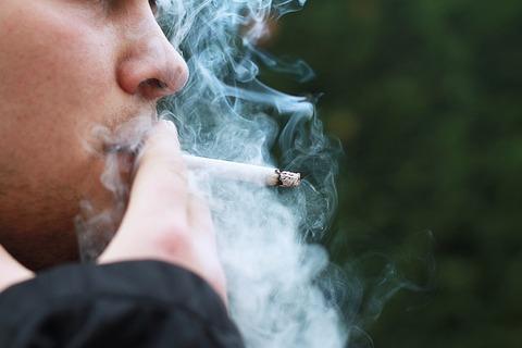 smoking-1026559_640