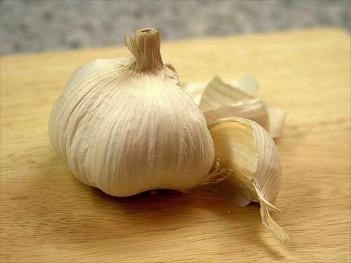garlic-cloves-garlic-725x544_R