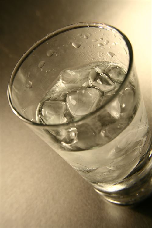 15330-a-glass-of-cold-water-with-ice-cubes-pv_R