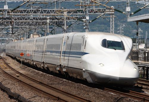 Shinkansen_N700_z15_R