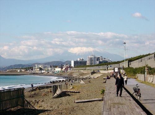 湘南海岸から見る富士山_-_panoramio_R