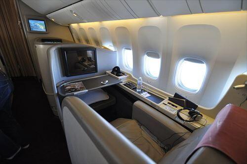 800px-JAL_International_flight_F-class_seat__SUITE_2_R