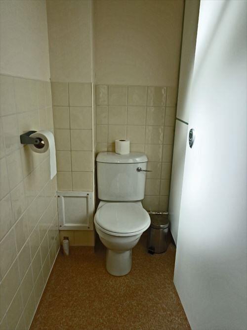 toilet-cubicle_R