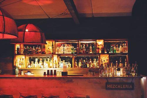 bar-drinks-alcohol-bottles_R