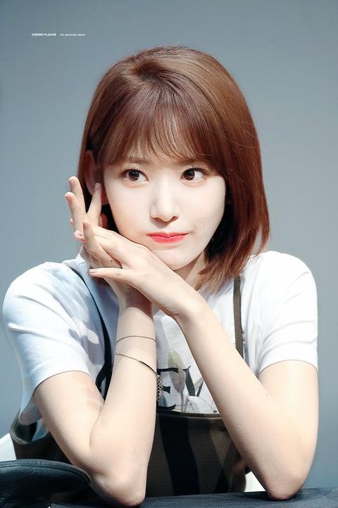【朗報】IZ*ONEの宮脇咲良さん、韓国女性アイドルの頂点に立つ