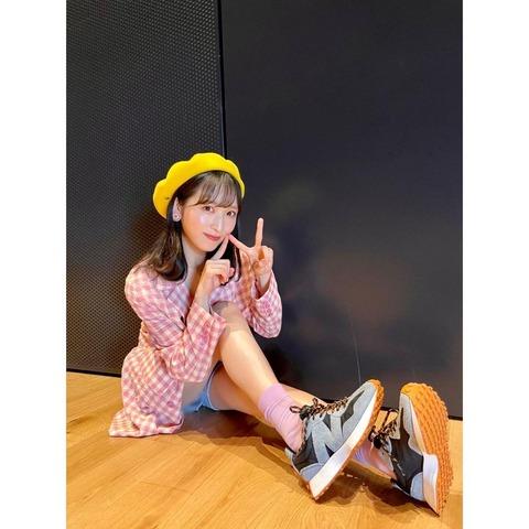 【AKB48】小栗有以ちゃんがインスタでパンチラににボカシ入れてる写真を載せてんだが【ゆいゆい】