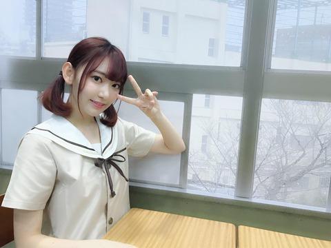 【HKT48】宮脇咲良の制服姿からどことなく漂うアダルト感