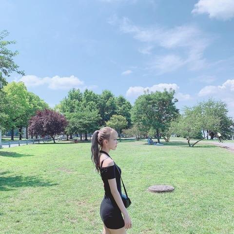 【朗報】IZ*ONE宮脇咲良さんがNYCを満喫する画像を投稿したところ、たった3時間で20万いいね!!!
