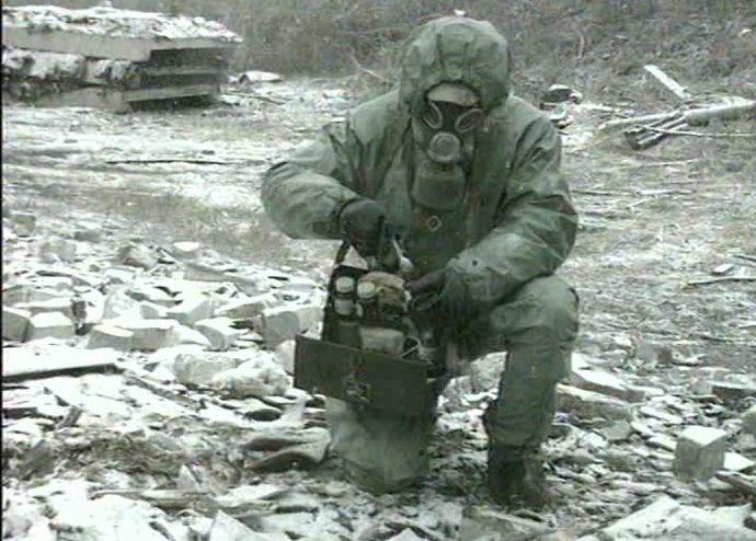 905299545-化学兵器攻撃-ガスマスク-毒-リハーサル