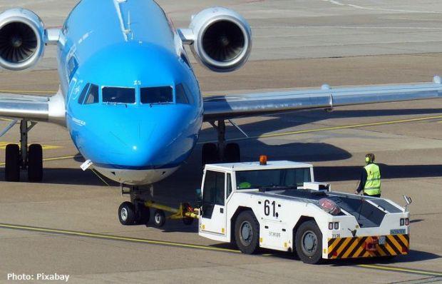 aircraft-1374718_960_720