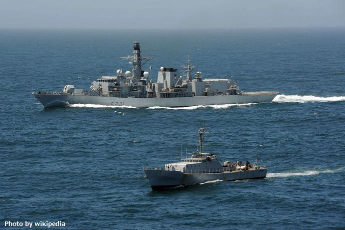1280px-HMS_Argyll_(F231)_with_Senegalese_patrol_vessel_in_2013