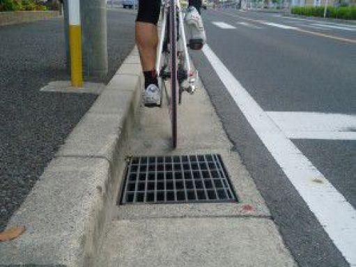 「排水溝 道路」の画像検索結果