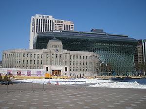 300px-Seoul_Metropolitan_Library_and_Seoul_City_Hall