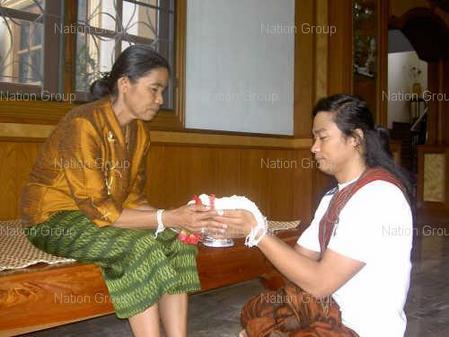タイの母の日-トニー・ジャーとお母さん