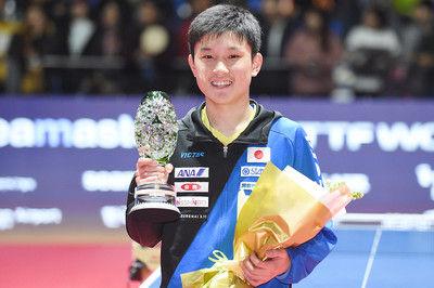 張本智和 15歳6カ月で史上最年少V!中国選手を破っての優勝は初<グランドファイナル>