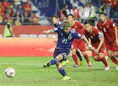 堂安、VARで決勝PK弾「やってやったぞという気持ちが大きかった」/アジア杯