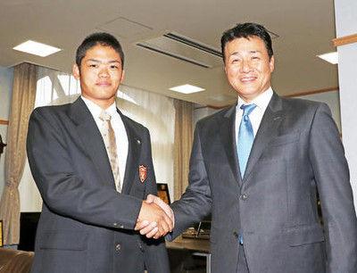 中日1位根尾へ「いい顔している」与田監督あいさつ