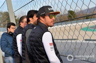 """フェルナンド・アロンソ、バルセロナに登場。今季中に""""アンバサダー""""としてマクラーレンMCL34をテストへ"""