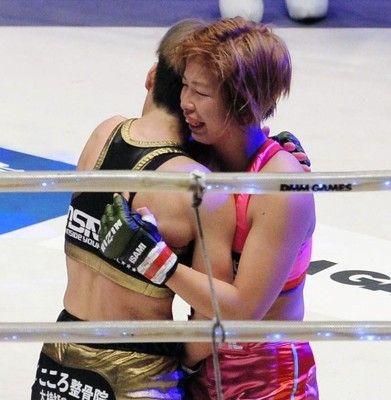 那須川と交際中の浅倉カンナは無念の一本負け泣きじゃくってリングを去る