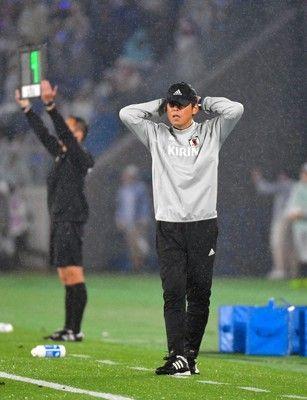 西野ジャパン2失点完敗試合中に観客帰り始める、試合後大ブーイング