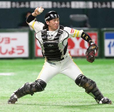 ソフトB甲斐、驚異の1試合4盗塁阻止肩の強さの秘密とは…