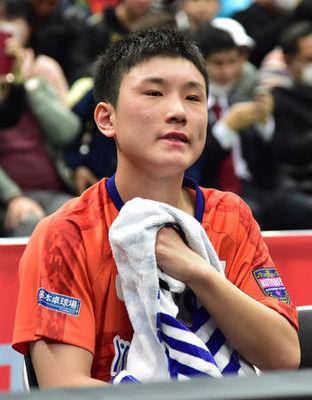 15歳張本智和が連覇逃し涙、まるで別人勝負所迷い