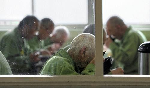 年金 刑務所 老人 高齢者に関連した画像-01