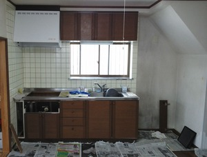 キッチン・清掃中:貸家3号