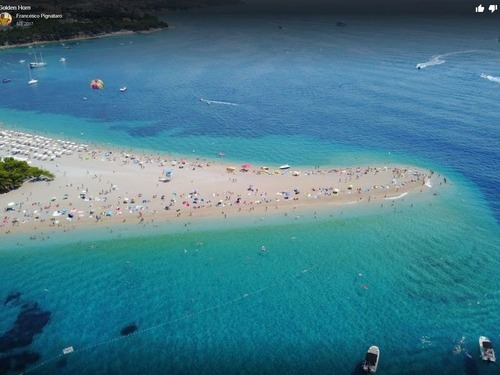 最近の台風のあとのクロアチアのビーチ00