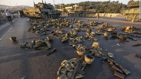 turkey-coup-helmets-bridge