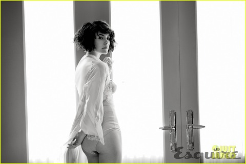 evangeline-lilly-strips-down-to-her-lingerie-for-esquire-01