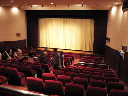 な ぜ 映 畫 館 で 映 畫 を 見 な い の で す か ? : 萌えニュース pv