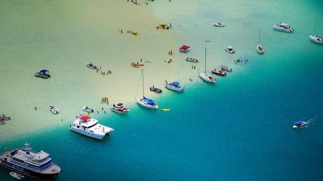130424砂州にたゆたうボート@ハワイ オアフ島