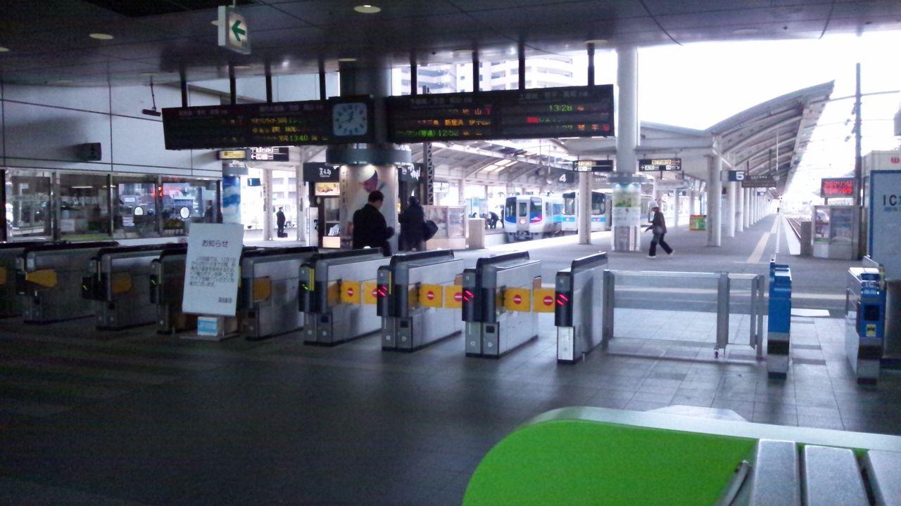 高松駅のフルカラーLED発車標(電光掲示板) : 関西と風景と未來の ...